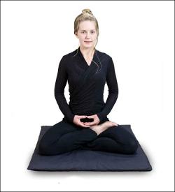 pozycja medytacyjna półlotosu