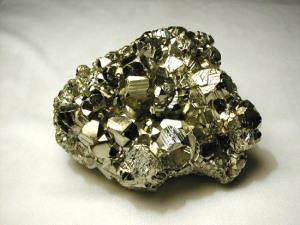 pirit kamień